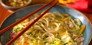 comment cuisiner les nouilles chinoises nouilles chinoises longue vie facile et pas cher recette sur