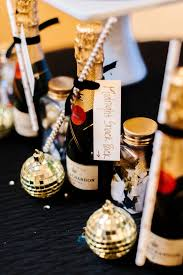 unique wedding favors 17 unique wedding favor ideas that wow your guests modwedding