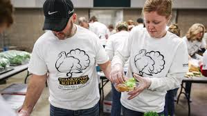 be that light in the world volunteers deliver thanksgiving meals