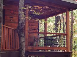 Treehouse Cleveland - hummingbird hideaway november fall colors vrbo