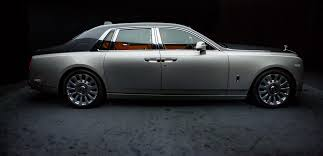 roll royce royce ghost 2018 rolls royce phantom viii gives opulence a high tech reboot