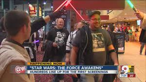 opening night fan event star wars the last jedi crowds flock for opening night of star wars the force awakens