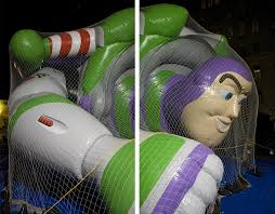 macy s thanksgiving parade balloons frank hallam day captures the