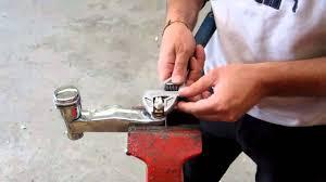 Lavabo Retro Porcher by Comment Demonter Une Tete De Robinet Tutorial Video Youtube
