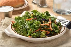 comment cuisiner le kale l aliment tendance à mettre dans vos assiettes le chou kale