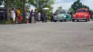 pushing a 2014 volkswagen beetle volkswagen beetle push drag race youtube