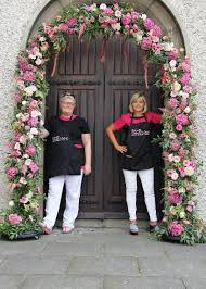 wedding arches ireland learn to make a floral arch floral pillars floral chandeliers