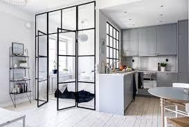 cloison vitree cuisine cuisine avec verrière pour cloisonner l espace avec style sans le