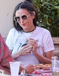 demi moore haircut in ghost the movie demi moore shows off her greying locks as she meals with friend in