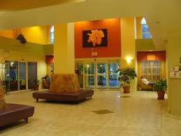 entry foyer picture of comfort suites maingate east kissimmee