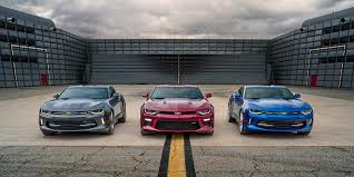 mustang camaro 2017 chevrolet camaro vs 2017 ford mustang what are the differences