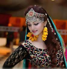 practically teaches us pakistani haire style the 25 best mehndi hairstyles ideas on pinterest mehndi hair