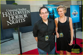 vip halloween horror nights 2015 goosebumps u0027 dylan minnette u0026 jem u0027s stefanie scott scare up