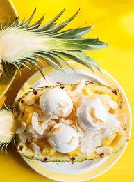 cuisiner l ananas ananas farci à la crème glacée et granité à la lime ricardo