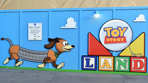 toy story land entrance walls with artwork at disney u0027s hollywood