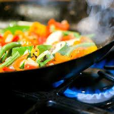 comment cuisiner au wok la cuisine au wok une tendance wok n roll cuisine plurielles fr