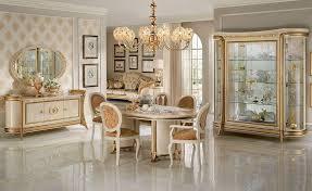 sale da pranzo classiche prezzi gallery of sala da pranzo in stile con vetrine credenza tavolo e