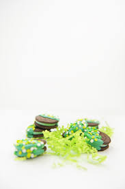 diy how to make chocolate dipped oreos a lucky treat for st