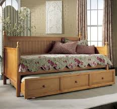 Daybed With Trundle And Storage Lacquered Oak Wood Beadboard Daybed With Trundle Of Arresting