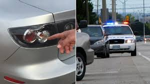why do cops touch tail lights why cops touch your tail light when they pull you over youtube