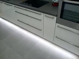 bandeau lumineux pour cuisine bandeau led cuisine eclairage cuisine sous meuble haut la bande