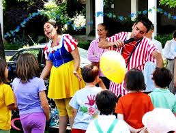 clown entertainer for children s kids party entertainer kids party entertainment in liverpool children s entertainment