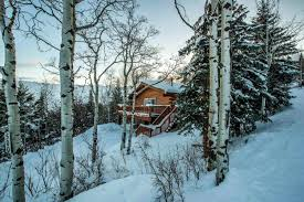 airbnb wyoming winter airbnb rentals in cold and hot weather destinations glamour