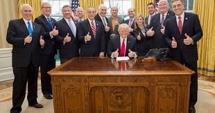 trump desk donald trump tweets thumbs up oval office picture
