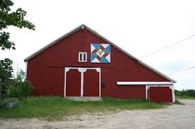 exploring the old mission peninsula quilt barns trail in