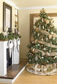 How To Decorate A Christmas Tree Christmas Tree Decorating Ideas Earthy Christmas Tree And Burlap