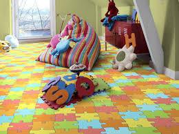 égayez la chambre d enfant avec ces sols en vinyle colorés