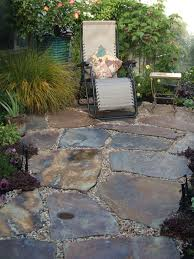 wolf creek flagstone with salmon bay pebbles