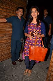 sonali kulkarni at aamir khan u0027s party in home on 29th march 2016