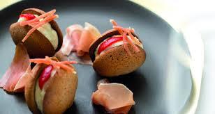 cuisine basque recettes recette basque macarons noirs au jambon de bayonne et crémeux de