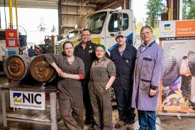 heavy duty apprenticeship training colleges vancouver island bc
