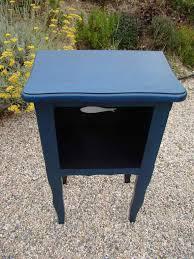 le de chevet ancienne table de nuit ancienne relookée en bleu grec motifs fish