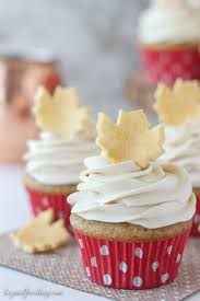 this gold fondant leaf cupcake toppers are the perfect way to