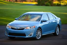 how does the toyota camry hybrid work 2014 toyota camry hybrid car review autotrader
