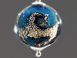 turn ashes into diamond glass artist turns cremated remains into memorial pendants ecouterre