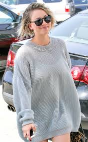 sweeting kaley cuoco new haircut kaley cuoco sweeting steps out with wet hair after chopping her