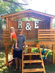 Backyard Play Forts by Dad Lays Out 4 Wooden Boards To Create An Incredible Fort For His