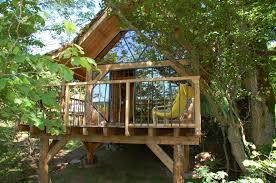 chambre d hote cabane dans les arbres la cabane du plateau hébergement insolite en haute loire