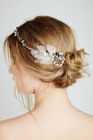 feather hair accessories to choose hair accessories for your wedding