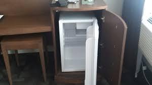 dans bureau frigo camoufflé dans ce bureau 4 tiroirs j ai adoré ce concept
