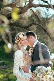 fleurs cheveux mariage coiffure de mariage 2017 inspiration couronne de fleurs cheveux