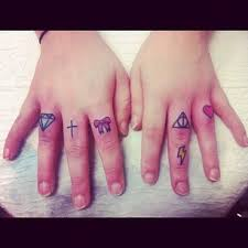 tattoo on finger bow tiny diamond cross bow n heart tattoo on fingers photos pictures