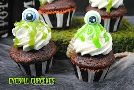 creepy slimy halloween eyeball cupcakes dessert