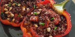 comment cuisiner les poivrons rouges poivrons rouges farcis recettes femme actuelle