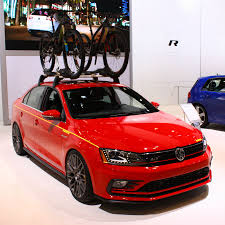 red volkswagen jetta does the vw jetta gli momo have a performance package