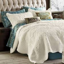 Difference Between Coverlet And Quilt Best 25 Coverlet Bedding Ideas On Pinterest Bedding Master